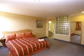 Lighthouse Hotel - Accommodation Kalgoorlie