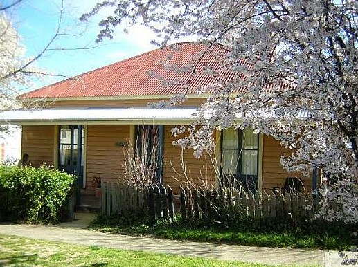 Cooma Cottage - Accommodation - Accommodation Kalgoorlie