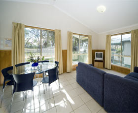 Swan Lake Holiday Park - Accommodation Kalgoorlie