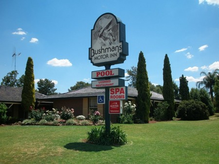 Bushmans Motor Inn
