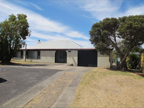 Carthew Street Holiday Home - Accommodation Kalgoorlie