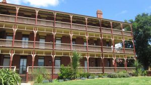 Yarra House - Accommodation Kalgoorlie