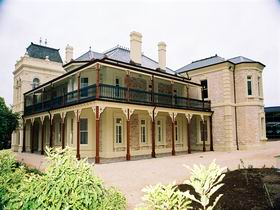 Auchendarroch House and Wallis Tavern - Accommodation Kalgoorlie