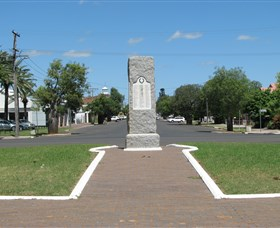 War Memorial and Heroes Avenue - Accommodation Kalgoorlie