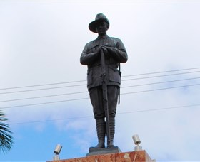 Charters Towers Memorial Cenotaph - Accommodation Kalgoorlie