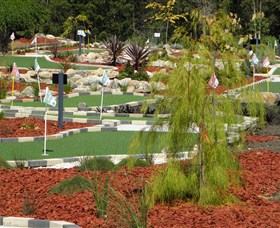 18 Hole Mini Golf - Club Husky - Accommodation Kalgoorlie