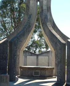 Inverell and District Bicentennial Memorial - Accommodation Kalgoorlie