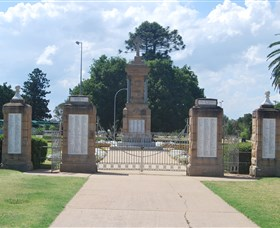 Warwick War Memorial and Gates - Accommodation Kalgoorlie