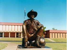 Cunnamulla Fella - Accommodation Kalgoorlie