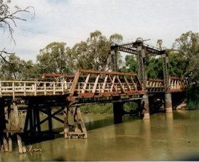 Swan Hill - Murray River Road Bridge - Accommodation Kalgoorlie