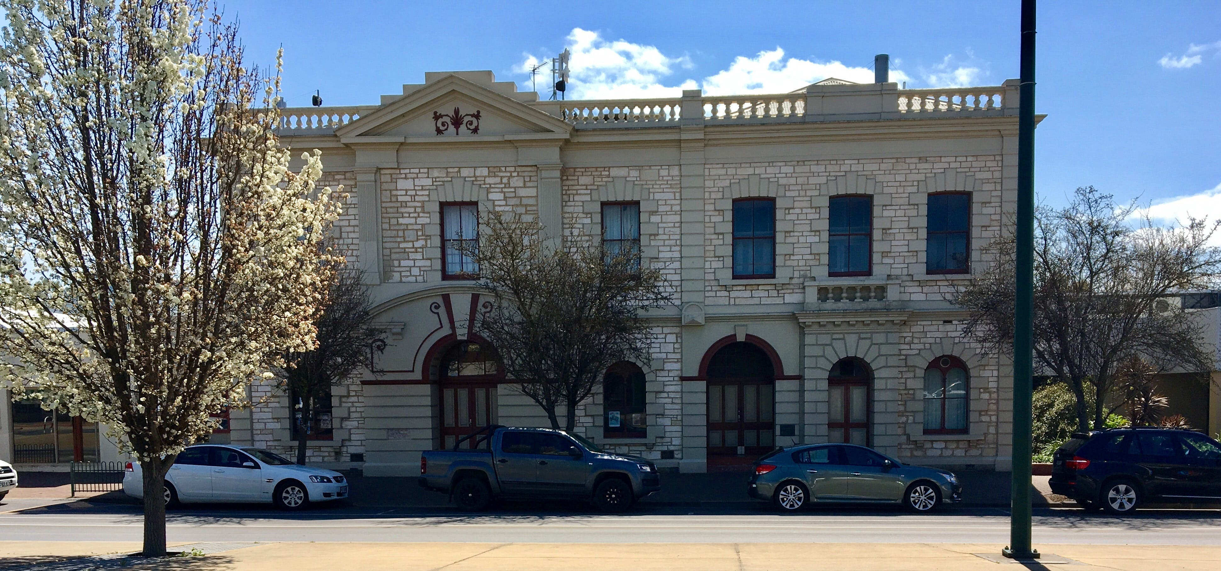 Naracoorte Town Hall - Accommodation Kalgoorlie