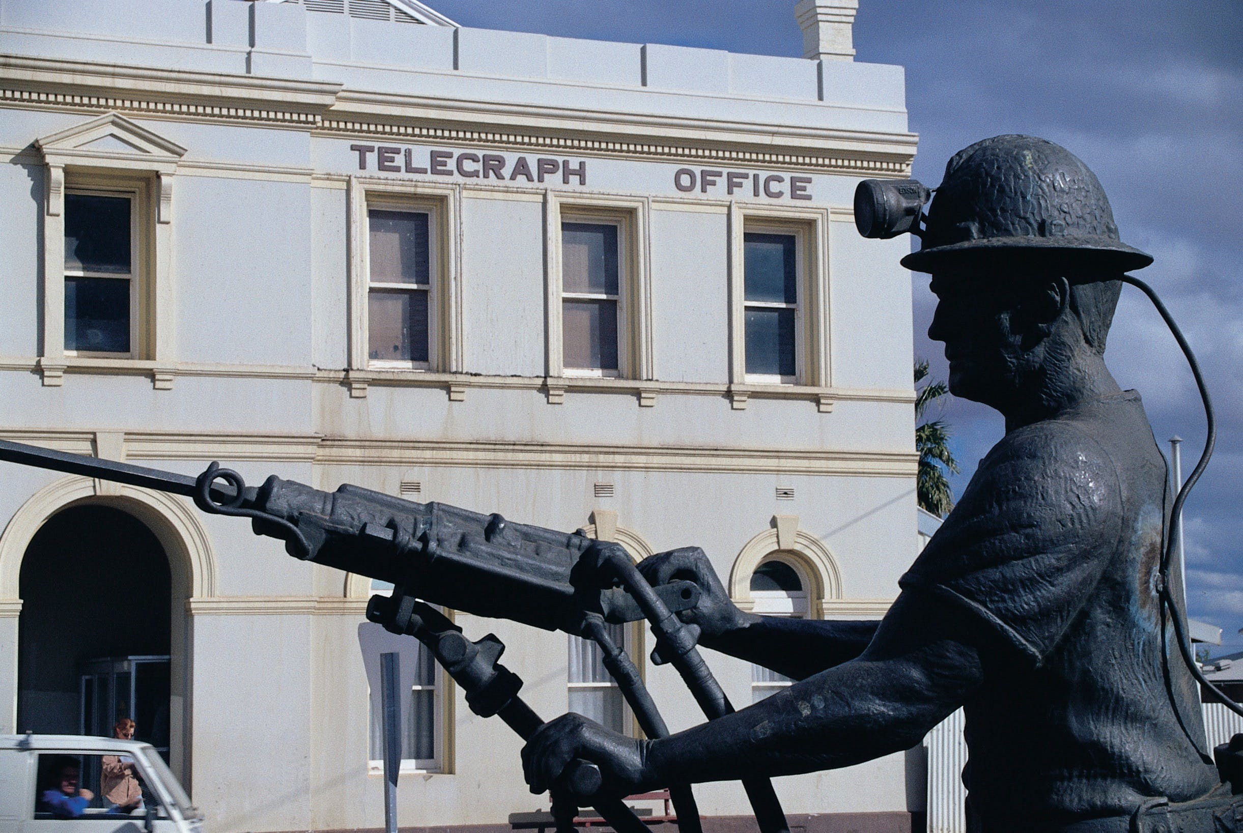 Miners Monument - Accommodation Kalgoorlie