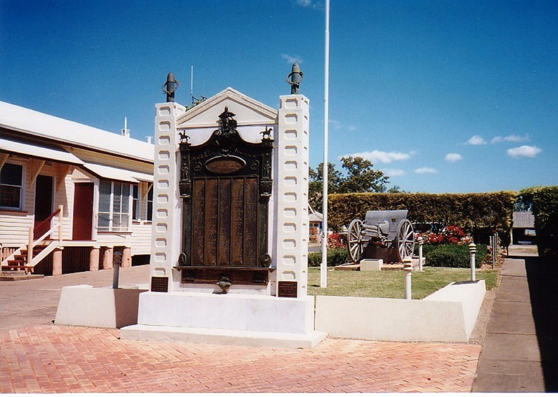 Gayndah War Memorial - Accommodation Kalgoorlie