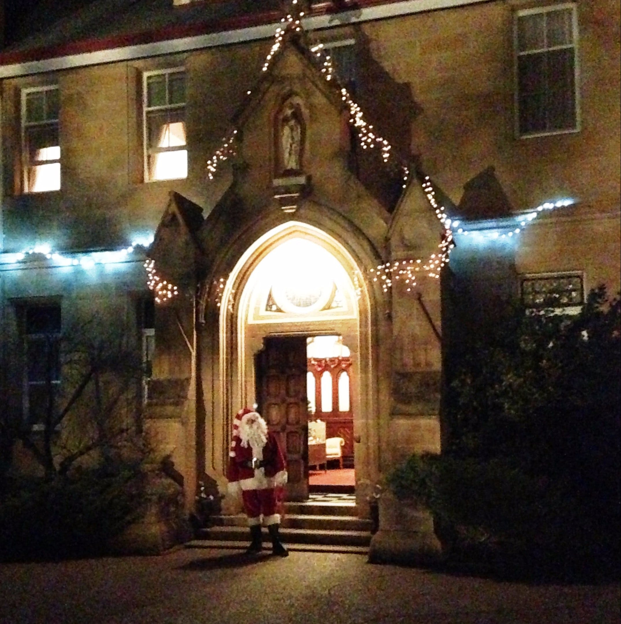 Abbey of the Roses - Christmas in July - Accommodation Kalgoorlie