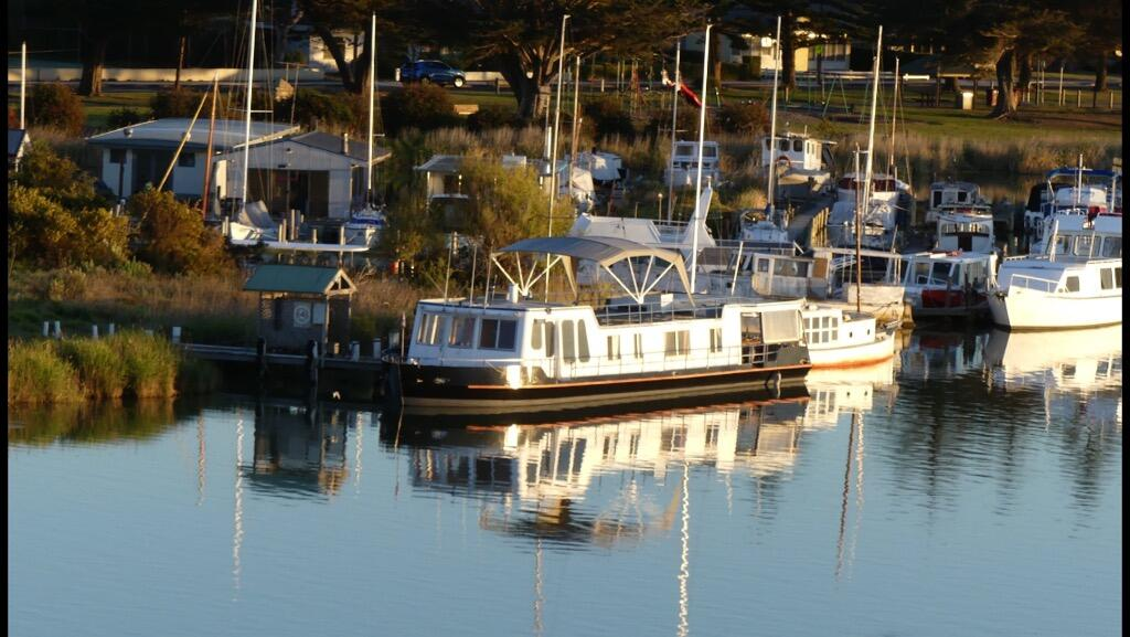Swamp Fox luxury 2BR Dutch Barge - Accommodation Kalgoorlie